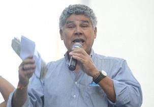 Chico Alencar, un député fédéral du Brésil, qui a récemment prononcé un discours devant le Congrès en faisant l'éloge du geste de l'ayatollah Tehrani.