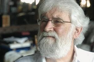 Leonardo Boff, qui est actuellement professeur émérite d'éthique, de philosophie de la religion et d'écologie à l'université d'État de Rio de Janeiro.