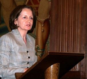 Fidelma Meehan, un membre de l'Assemblée spirituelle nationale des bahá'ís du Royaume-Uni, a déclaré qu'il était « réconfortant » de voir un tel groupe diversifié de personnes se rassemblant pour le soutien des droits de l'homme des bahá'ís en Iran.