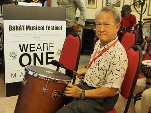 Le participant le plus âgé du Festival, 62 ans, l'oncle Chin venu de Sabah, s'est joint avec enthousiasme à la composition musicale.