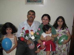Hamed Kamal bin Haydara avec sa famille, avant son emprisonnement