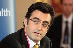 Maziar Bahari est un cinéaste irano-canadien de premier plan et un journaliste. Il a produit le film documentaire To light a candle (Allumer une Bougie) qui explore la persécution systématique de la communauté bahá'íe en Iran. (Photo de courtoisie/Foreign and Commonwealth Office)