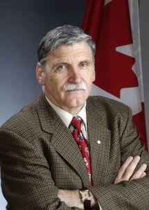 Le sénateur canadien, le lieutenant général Roméo Dallaire, qui a demandé à son gouvernement de se préoccuper de toute urgence de l'« intention de l'Iran de détruire la collectivité bahá'íe, totalement ou partiellement, en tant qu'entité religieuse distincte ».