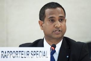 Ahmed Shaheed, le rapporteur spécial des Nations unies sur la situation des droits de l'homme dans la République islamique d'Iran, informant le Conseil des droits de l'homme, le lundi 12 mars. Ancien ministre des Affaires étrangères des Maldives, M.  Shaheed a été nommé à ce poste en juin dernier, après une période d'environ neuf ans pendant laquelle il était resté vacant. Photo ONU/Jean-Marc Ferré.