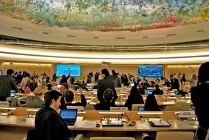 Des représentants de pays et d'ONG au Conseil des droits de l'homme à Genève, en Suisse, prenant part à un dialogue interactif avec le rapporteur spécial sur la situation des droits de l'homme dans la République islamique d'Iran, le 12 mars 2012.