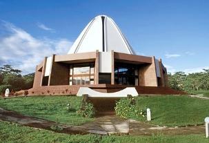 Temple mère des Îles du Pacifique, la Maison d'adoration des Iles Samoa est située à Apia.