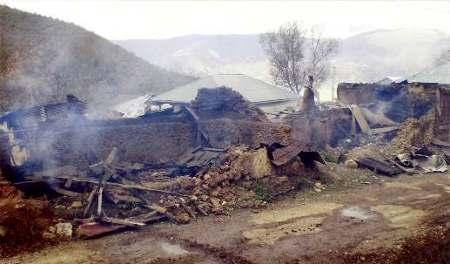 Les restes des maisons de M. Ata'u'llah Movaffaghi et de Seyyed Mahdi Sadeghi après leur incendie en mai 2007.