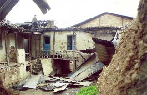 La maison de M. Abdolbaghi Rouhani, baha'i d'Ivel, après que sa maison ait été incendiée par des pyromanes inconnus en mai 2007.