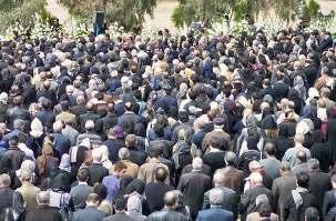 Les funérailles de Mme Ashraf Khanjani se sont tenues à Téhéran le vendredi 11 mars 2011. Entre 8.000 et 10.000 personnes en deuil, en provenance de tout l'Iran, auraient été présentes.