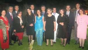 Les sept responsables bahá'ís accompagnés de leurs conjoints, photo prise en 2008 avant leur arrestation. Mme Ashraf Khanjani, à l'extrême gauche, est décédée le jeudi 10 mars 2011. Ces sept personnes purgent des peines de 10 ans d'emprisonnement dans la tristement célèbre prison de Gohardasht en Iran.