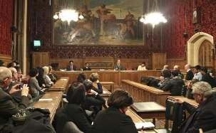 Un panel d'experts sur les droits de l'homme prenant la parole au séminaire, qui a eu lieu le 18 décembre au parlement du Royaume-Uni, pour étudier le problème de l'accès à l'éducation en Iran.