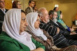 Certains des participants qui se sont réunis le lundi 12 mai pour commémorer le sixième anniversaire de l'emprisonnement de sept anciens responsables bahá'ís en Iran.