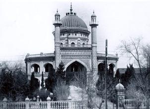 Le Temple d'Ashkhabad, première Maison d'adoration bahá'íe construite au monde, a été détruit par un tremblement de terre.