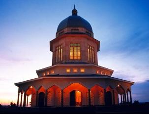 Le temple mère pour le continent africain est situé en Ouganda.