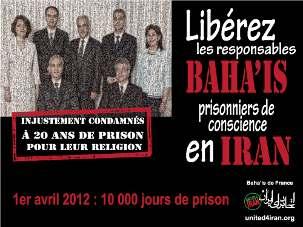 L'affiche grand format des prisonniers bahá'ís est formée de centaines de petites photographies de personnes actuellement emprisonnées en Iran, notamment des journalistes, des syndicalistes, des militants étudiants et féministes, des responsables religieux et des leaders de l'opposition.