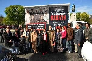 Un groupe de personnes, en provenance de province et de la région parisienne, s'est retrouvé place du Trocadéro pour accompagner et marquer cette journée d'action.