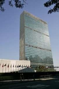Le siège des Nations unies à New York. Aujourd'hui, la troisième Commission de l'Assemblée générale des Nations unies a voté en faveur d'une résolution qui condamne l'Iran pour « ses violations graves, permanentes et récurrentes des droits de l'homme ». La résolution – dont on attend la confirmation par l'Assemblée plénière en décembre – demande également que le secrétaire général des Nations unies publie, l'année prochaine, un nouveau rapport concernant les droits de l'homme en Iran. Photo ONU/Mark Garten.
