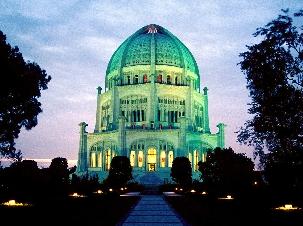 La Maison d'Adoration de Wilmette dans l'Illinois aux Etats-Unis. Inauguré en 1953, c'est le premier Temple bahá'í occidental.