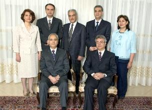 Six responsables bahá'ís viennent d'être arrêtés en Iran.  Behrouz Tavakkoli et Saeid Rezaie, et, debouts, Fariba Kamalabadi, Vahid Tizfahm, Jamaloddin Khanjani, Afif Naeimi et Mahvash Sabet (arrêtée déjà le 5 mars 2008).