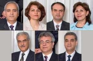 Les sept bahá'ís, dont le procès était prévu le 11 juillet 2009 et a, apparemment, été repoussé, sont, en haut depuis la gauche, Behrouz Tavakkoli, Fariba Kamalabadi, Vahid Tizfahm et Mahvash Sabet ; en bas depuis la gauche, Jamaloddin Khanjani, Saeid Rezaie et Afif Naeimi.