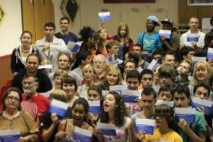 Les jeunes réunis à Dijon pour la session de formation intensive à la séquence de cours proposée par l'Institut de formation baha'i de France du 11 au 17 juillet 2011 ont consacré un temps de réflexion pour planifier des actions autour de la campagne de cartes postales.