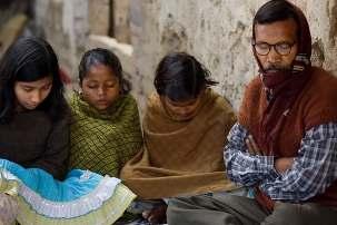 Des citoyens de Bihar Sharif dans l'état de Bihar, au nord-est de l'Inde, sont rassemblés pour des prières. Des consultations vont bientôt débuter au sujet de la construction, à cet endroit, d'une maison d'adoration bahá'íe locale.