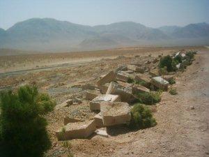 Tombes dans le cimetière bahá'ís près de Najafabad, Iran, détruites au bulldozer entre le 9 et le 10 septembre