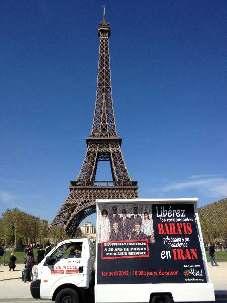 Dimanche 1 avril à Paris, la mobilisation a commencé par la Tour Eiffel. L'arrivée du camion était prévue à 14h00 place des droits de l'homme au Trocadéro.