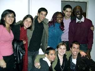 Jeunes participants à une réunion de prières au Centre bahá'i de Nice fin février 2007