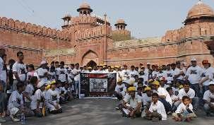 À New Delhi, des militants de United4Iran, Trans Asia Alliance et Asian Center for Human Rights ont rejoint les bahá'ís pour une marche pacifique à travers la ville le dimanche 1er avril.