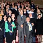 Des dirigeants politiques et religieux ainsi que des représentants de la société civile et des universitaires assistant à une réunion au Conseil de l'Europe 2015 sur la dimension religieuse du dialogue interculturel à Sarajevo, en Bosnie-Herzégovine, les 2 et 3 novembre. (Photo par le Conseil de l'Europe)