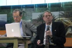 Arthur Dahl, président de l'IEF et ancien sous-directeur exécutif adjoint du Programme des Nations-unies pour l'environnement (PNUE), faisant une présentation à la COP21.