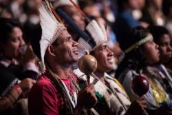 La cérémonie était à la fois émouvante et exaltante, évoquant la joie et la profonde réflexion sur la nature historique de l'inauguration de la maison d'adoration bahá'íe pour l'Amérique du Sud.