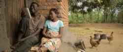 Mercy, interprétée par Hazel Roberts, et son frère, Blessings, interprété par Allick Chavula, étudiant ensemble. Un plan fixe tiré du film Mercy's Blessing.