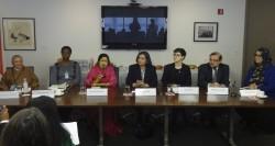 Lors de la discussion organisée par la CIB pour présenter sa déclaration, des participants de plusieurs ONG importantes se sont joints à Bani Dugal, sa représentante principale auprès des Nations unies (au centre), lors d'une table ronde sur la structure économique de la société, le rôle de la famille et la période de la jeunesse en ce qui concerne l'égalité des sexes.