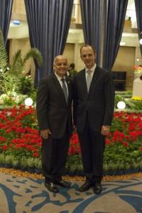 L'honorable Salim Joubran, juge à la Cour suprême d'Israël, et Joshua Lincoln, secrétaire général de la Communauté internationale bahá'íe.