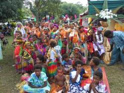 La célébration joyeuse du dévoilement du projet de la maison d'adoration locale regroupait les enfants, les jeunes et les adultes.