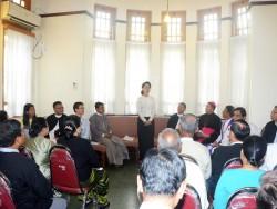 Aung San Suu Kyi prononçant un discours lors d'un service commémoratif interreligieux le 19 juillet. (Photo de courtoisie du ministère de l'Information du Myanmar)