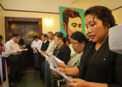 Le service a honoré le soixante-dixième anniversaire de la mort du général Aung San. Des représentants de groupes religieux ont été invités à lire des prières pour l'occasion. (Photo de courtoisie du ministère de l'Information du Myanmar)
