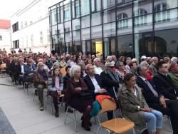 La célébration à Bruck an der Leitha du bicentenaire de la naissance de Bahá'u'lláh a attiré plus de 200 invités de la ville et des alentours.