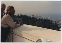 Gillespie en 1985, lors d'une visite au Centre mondial bahá'í.