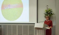 Mairead McGuiness, vice-présidente du Parlement européen, prononçant une allocution à Bruxelles