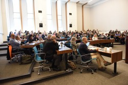 Une centaine de personnes, comprenant des juristes, des universitaires et des acteurs de la société civile, ont assisté à la table ronde sur la liberté de religion ou de conviction à la conférence de l'ASCL tenue à Washington, DC, les 26 et 28 octobre.