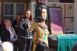 Des prières bahá'íes traduites en maori ont été lues lors de l'évènement célébrant la publication du livre de prières bahá'íes récemment publié. Huti Watson lisant une prière.