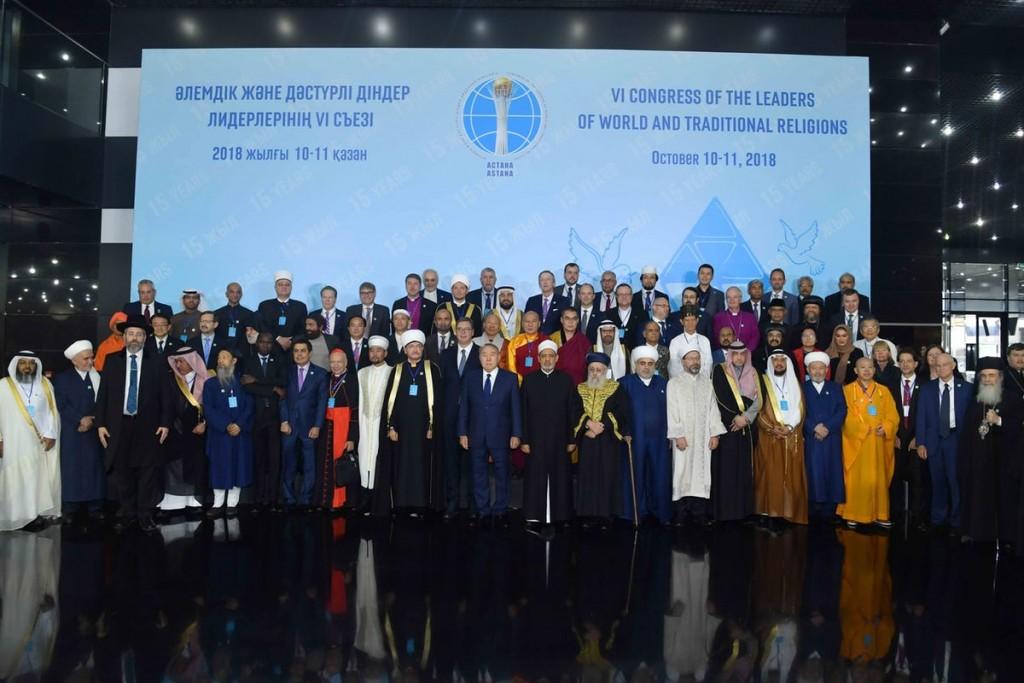 Les délégués au 6e Congrès des dirigeants des religions mondiales et des religions traditionnelles réunis pour une photo de groupe. Le congrès, organisé par le président du Kazakhstan, Nursultan Nazarbayev, s'est tenu les 10 et 11octobre à Astana, au Kazakhstan.