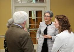 Hoda Mahmoudi (deuxième en partant de la droite) est titulaire de la Chaire bahá'íe pour la paix mondiale à l'université du Maryland, College Park. La chaire a récemment organisé une conférence réunissant des universitaires et des spécialistes dans différents domaines pour partager les idées émergentes sur la réalisation de la paix et de la sécurité mondiales.