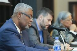 (De gauche à droite) W. Andy Knight, de l'université d'Alberta, David Cunningham, de l'université du Maryland, et Charlotte Ku, de l'université Texas A&M, ont traité du leadership, de la gouvernance mondiale et de la paix.