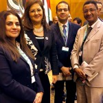 Au siège de la Ligue arabe au Caire (de gauche à droite) : Shahnaz Jaberi, une représentante bahá'íe de Bahreïn ; Hala Al-Saeed, une ministre du gouvernement égyptien ; Hatem El-Hady, un représentant bahá'í d'Égypte ; et Solomon Belay, un représentant du Bureau de la Communauté internationale bahá'íe à Addis-Abeba.