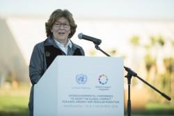 Louise Arbour, représentante spéciale du secrétaire général pour les migrations, prenant la parole lors de la cérémonie d'ouverture de la récente conférence des Nations unies sur les migrations. (Photo ONU/Abdelouahed Tajani)