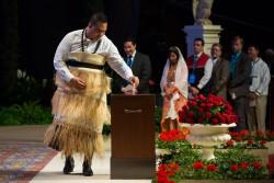 Plus de 1 500 votes ont été enregistrés lors de l'élection de la Maison universelle de justice, le 29 avril. Dans un environnement unique et spirituel, ce délégué d'Alaska a été le premier à déposer son bulletin de vote.